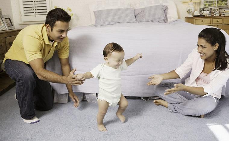Maneras de ayudar al bebé a aprender a caminar