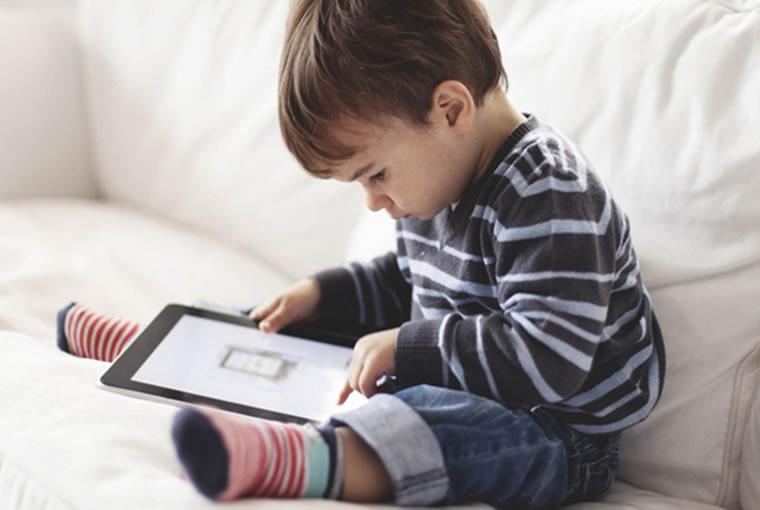 ¿Los aparatos tecnológicos perjudican el desarrollo del lenguaje del bebé?