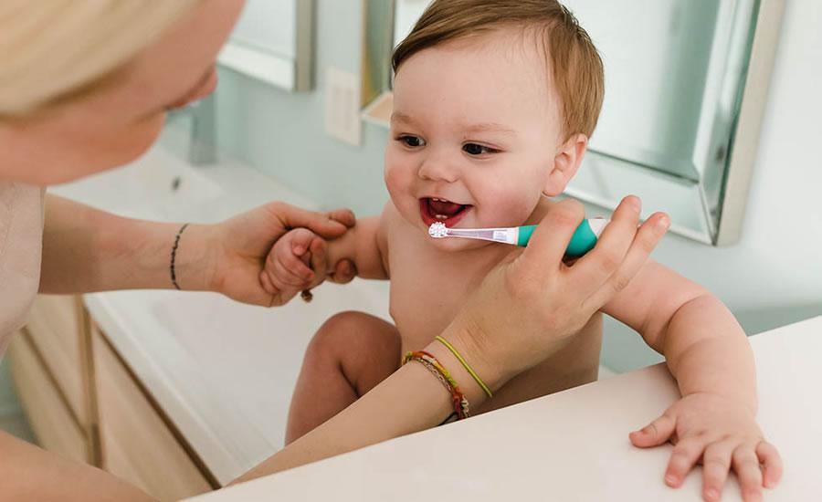 La pasta dental con fluoruro es buena para los niños