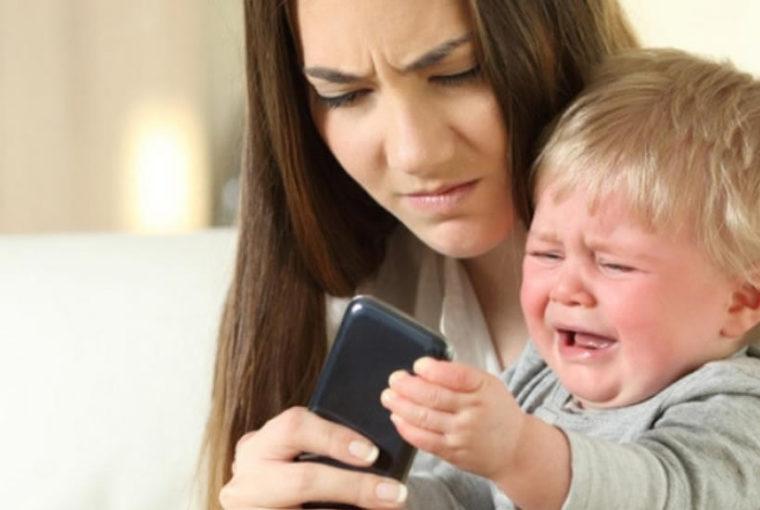 Por qué su hijo actúa peor con usted (y cómo calmarlo)