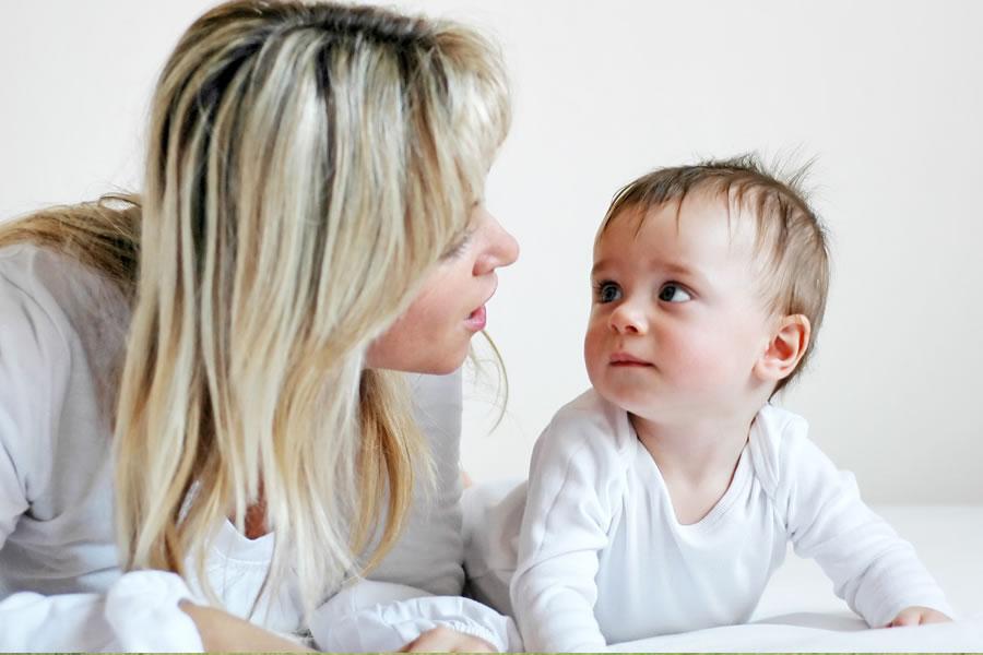 16 hitos importantes del desarrollo en el primer año del bebé